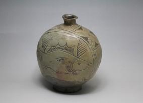 彫り三島魚文扁壺1